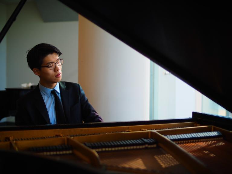 Joon Yoon at piano 2