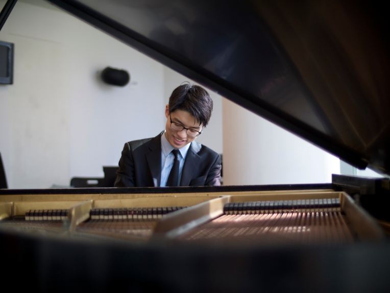 Joon Yoon at piano